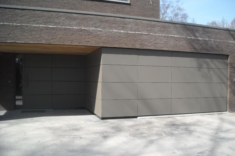 Sectionaalpoort met trespa panelen